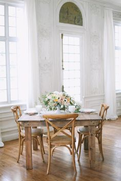 Beautiful light filled room - Michelle Leo Events - http://www.theperfectpalette.com/ Jacque Lynn Photography
