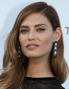 This year's Cannes Film Festival was a parade of eye-catching shades. Everyone from Sharon Stone to Jessica Chastain showed off brightly-coloured jewellery. Bianca Balti, Jessica Chastain, Most Beautiful Faces, Beautiful Models, Star Fashion, Fashion Beauty, Cannes Film Festival, Ombre Hair, Mannequins