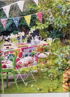 """Foto """"pinnata"""" dalla nostra lettrice Anna Springolo Pip Studio - Amsterdam / colourful outdoor styling / dining"""