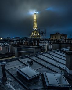La Tour Eiffel la tête dans les nuage hier soir !! #Paris #巴黎 #파리 #パリ #Париж #باريس #TopParisPhoto #ig_europe #igersparis #igs_europe #ig_clubaward #France #fantastic_capture #Super_France #special_shots  #CBviews #ig_mood #thebestdestinations #découvrirensemble #exclusive_france #worldplaces #bbctravel #place_wow #instagoodmyphoto @instagram #beautifuldestinations #ig_sharepoint #france_vacations #natgeo #exploretocreate #bestshotz_france