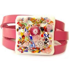 Handgemaakte roze leren wikkelarmband met glazen cabochon uit eigen atelier. Originele wrap armband!