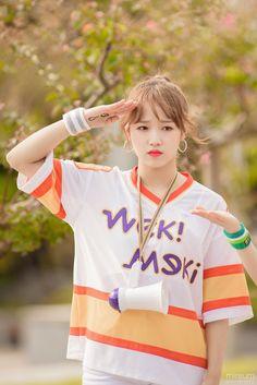Tongue, straw and other stuff Kpop Girl Groups, Korean Girl Groups, Kpop Girls, Jung Chaeyeon, Choi Yoojung, Spanish Girls, Kim Sejeong, Soyeon, Famous Women
