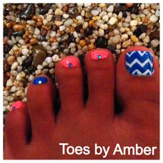 Love this without the stones on them, I want my nails on my toes like that