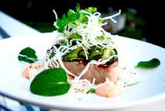Grillad tonfisk med asiatisk gurksallad, srirachamajjo & friterade glasnudlar!