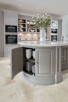 Kitchen Interior At Tom Howley can invent all kinds of beautiful kitchen storage solutions to keep your kitchen calm and clutter-free. - At Tom Howley can invent all kinds of beautiful kitchen storage solutions to keep your kitchen calm and clutter-free. Home Decor Kitchen, Interior Design Kitchen, New Kitchen, Home Kitchens, Kitchen Modern, Dream Kitchens, Kitchen Corner, Curved Kitchen Island, Kitchen Islands