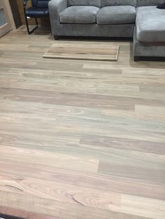 Hardwood Floors, Flooring, Living Room, Crafts, Wood Floor Tiles, Wood Flooring, Manualidades, Home Living Room, Drawing Room