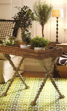 DIY: A shallow wicker basket and some flea market stair balusters create a charming tray table. Would replace basket with a wood top Wicker Furniture, Upcycled Furniture, Cheap Furniture, Painted Furniture, Refurbishing Furniture, Diy Interior, Interior Decorating, Decorating Ideas, Decor Ideas