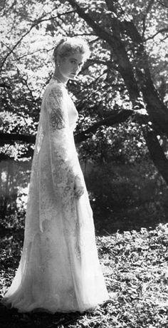 """Grace Kelly - """"The Swan"""" (1956) - Costume designer : Helen Rose"""