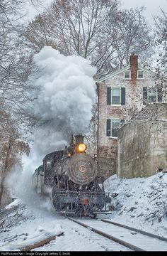 40 New Hope & Ivyland Steam 2-8-0 at New Hope, Pennsylvania by Jeffrey S. Smith