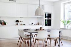 Me gusta la limpieza y sencillez de esta cocina. Las puertas son sencillas pero bonitas