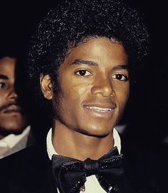 MJ Looks A Lot Like Billy Dee Williams In This Photo..(uh no, he doesn't)