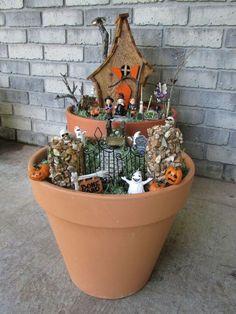 Halloween casa de hadas hecho de una casa de aves, de halloween, día de fiesta estacional decoración