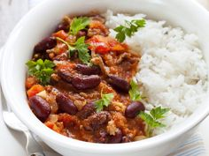 This super easy chilli con carne recipe can be made on the stove top or easily adapted for the perfect slow cooker chilli con carne! Chili Recipes, Mexican Food Recipes, Healthy Recipes, Quick Recipes, Slow Cooker Chilli, Easy Chilli, Con Carne Recipe, Pizza Lover, Carne Picada