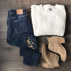 Some winter fashion essentials. Warm sweater, cute booties, and don't forget the bracelets! : (IG) @leikerloveit