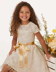 Sew a pretty party dress perfect for holidays, tea parties, birthdays and more! Add a sweet touch with lace and trim. New Look pattern 6359.