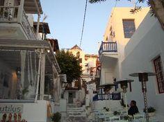 Es el típico pueblito en las islas Griegas, todos son muy hermosos