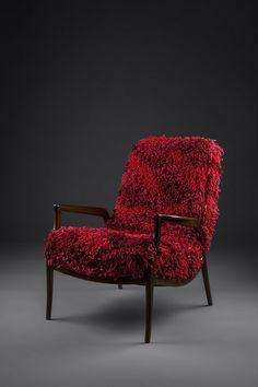Poltrona marca Gelli, anos 60 em madeira de lei. Estofado tricotado à mão em aproximadamente 80h de trabalho.  http://www.reginamisk.com.br https://www.facebook.com/inventivebureau