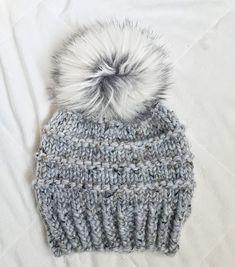 76ffc76b1297 Chapeau de pom toque en fausse fourrure pom bonnet pompon   Etsy Bonnet  Pompon, Fausse