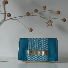 Johanna Pautler sur Instagram: // Cachôtin // Une jolie pochette turquoise et or. Aurais-je été influencée? 🤔😉 Simili cuir turquoise et doré. Tissu coton ryad…