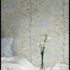 BN Wallcoverings Van Gogh 2015artikelnummer : 17160afmeting behangrol : 10.00mtr x 53cm breedmateriaal : vliesbehang lijmadvies : vlieslijm gratis meegeleverdpatroon : 30.5cmverwerking : muur inlijmen - paste the wall (zie verwerkingsvoorschrift vliesbehang)