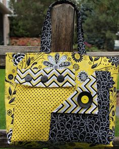 Pockets A Plenty – Tote bag pattern Quilted Purse Patterns, Handbag Patterns, Bag Patterns To Sew, Tote Pattern, Quilted Tote Bags, Patchwork Bags, Canvas Tote Bags, Quilted Handbags, Fab Bag