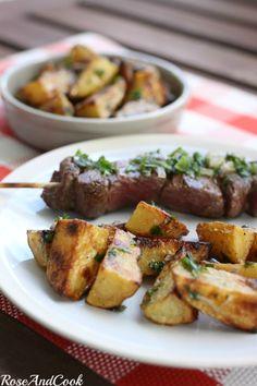 Brochettes de boeuf aux échalotes et pommes de terre aux herbes (recette…