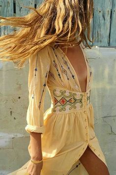 How to wear the bohemian look - fashion jewelry cheap gifts . - How to wear the bohemian look – fashion costume jewelry cheap gifts - Boho Gypsy, Gypsy Style, Hippie Bohemian, Bohemian Chic Style, Hippie Masa, Modern Hippie Style, Bohemian Living, Hippie Stil, Mode Hippie