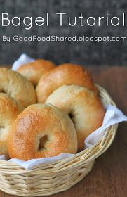 Homemade Bagel tutorial : How to make bagels, it's even easier to do than I thought So many ideas : blueberries, whole wheat, chocolate, poppy or sesame seed. Bread Recipes, Baking Recipes, How To Make Bagels, Blueberry Bagel, Best Bagels, Homemade Bagels, Good Food, Yummy Food, Everything Bagel
