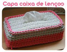 """Capa """"mimosa rosa"""", feita em crochet com trapilho."""