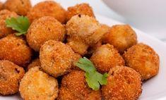 Шампиньоны в хрустящей корочке, запеченные в духовке или приготовленные на мангале – это восхитительная закуска, которую можно сделать за 15 минут. Внутри грибочки мягкие, нежные и сочные – буквально тают во рту.А снаружи: оригинальная ароматная корочка из сыра и панировочных сухарей: просто... Blue Food, Cooking Recipes, Healthy Recipes, Food Porn, Food And Drink, Homemade, Eat, Ethnic Recipes, Foods