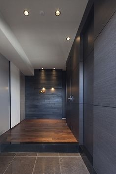 These would be beautiful colors/finishes to use in the bathroom! Japanese Modern House, Japanese Interior, Office Entrance, House Entrance, Luxury Interior, Interior Architecture, Entry Foyer, Modern House Design, Interior Inspiration