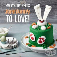 Kleine Eierlikör-Buttercremetorte: Wie Ostern schmeckt? Nach Eierlikör, Schokolade und dieser österlichen Fondanttorte // #WortzumMittwoch - Sprüche zum Thema Backen, Kochen und Desserts: Everybody needs somebunny to love! Fondant Figures, Pavlova, Holiday Baking, Easter Bunny, Easter Cake, Amazing Cakes, Birthday Cake, Pudding, Yummy Food