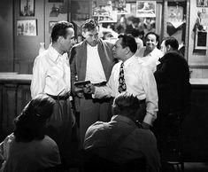 John Huston dirige Humphrey Bogart et Edward G. Robinson dans une scène de KEY LARGO (1948)