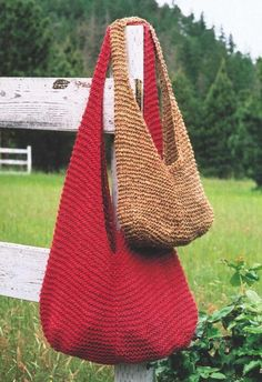 Shoulder Bag Knitting Pattern Oat Couture Easy Knit Pattern Small & Large Shoulder Bag by SimplyCraftSupplies on EtsyToys, Purses, Bags and Gifts knitting patterns - Angelika's Yarn Storeknit bag I want one of thosevery easy, very fast garter stitchN Crochet Tote, Crochet Handbags, Crochet Purses, Bead Crochet, Mochila Tutorial, Purse Tutorial, Crochet Shoulder Bags, Bag Pattern Free, Tote Pattern