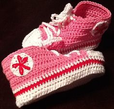 Adorable baby All Star booties, 100% cotton. Those little booties will be a success with everyone. They are 3 1/2 inches. I am showing pink in the picture , but you can ask me about other colors and sizes.