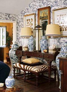 Home Design och inredning, rymliga Exklusiva Heminredning: Exklusiva Heminredning med tapeter och kinesiska keramik och trä Console Bord Och Seashell bordslampor och väggbonad bilder och Zebra Tryckt ottomanska - http://www.greenmuze.org/8000-spacious-upscale-home-decor/