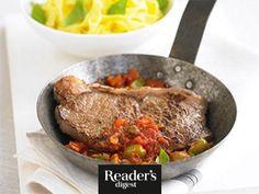Rumpsteaks mit italienischer Sauce Readers Digest, Beef, Recipes, Food, Leafy Salad, Italian Sauces, Food Portions, Meat, Easy Meals
