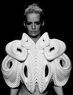 local designer iris van herpen displayed her crystallization collection during amsterdam fashion week, which included pieces design in collaboration with daniel widrig and mgx. Amsterdam Fashion, Mode Amsterdam, 3d Fashion, Weird Fashion, Fashion Week, Fashion Details, Ladies Fashion, Frozen Fashion, Fashion Textiles