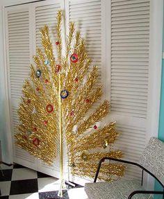 gold-aluminum-peacock-tree
