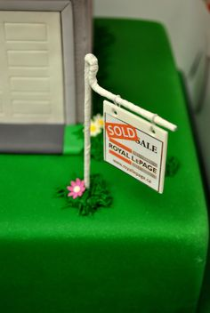 Royal Le Page House Cake #royallepageforsalesign #sugarart #finedetails #SOLD