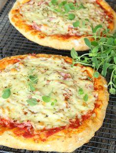 Superläcker pizza med en snabbgjord botten som är gudomligt god!