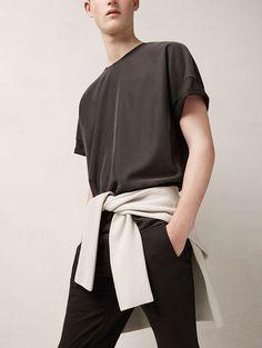 Creating the Men Minimalist Fashion Wardrobe Minimal Outfit, Minimal Fashion, Men Street, Street Wear, Mode Man, Mens Essentials, Autumn Fashion, Fashion Photography, Men Casual
