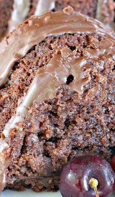 Chocolate Butter Pecan Pound Cake Recipe ~ looks absolutely scrumptious! Butter Pecan Pound Cake Recipe, Pound Cake Recipes, Butter Recipe, Just Desserts, Delicious Desserts, Dessert Recipes, Yummy Food, Food Cakes, Cupcake Cakes