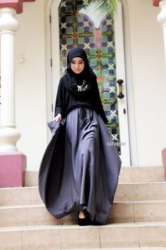 Muslimah Fashion....sometimes i would love to wear a hijab...they are so beautiful!! and I like hiding anyways...