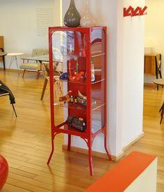 Expositor farmacêutico.    www.desmobilia.com.br