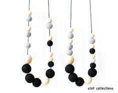 Hey, j'ai trouvé ce super article sur Etsy, chez https://www.etsy.com/fr/listing/172206132/collier-en-boules-de-feutre-collier-noir