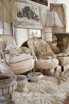 The secret is not to intend for appeal that originates from opulence, however for an easy charm. And easy appeal is usually less costly. Decor, French Decor, Brocante, Home, Living Room Decor, Shabby Cottage, Vintage Decor, Area Rug Decor, Shabby Chic Style