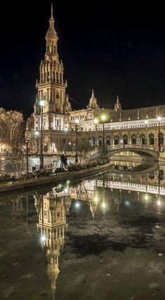 Siviglia, Spain! Imágen de La Plaza De España de noche..... Mágica !!!!!!!
