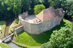 Belgian Castle of Crèvecœur-en-Auge (France): Ruined castle in Belgium, overlooking the village of Bouvignes-sur-Meuse in the province of Namur. Castle of Crèvecoeur. Beautiful Castles, Beautiful Buildings, Beautiful Places, Tower House, Castle House, Medieval Houses, Medieval Castle, Small Castles, Chateau Medieval
