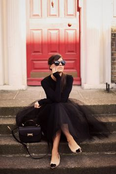All black ladylike outfit
